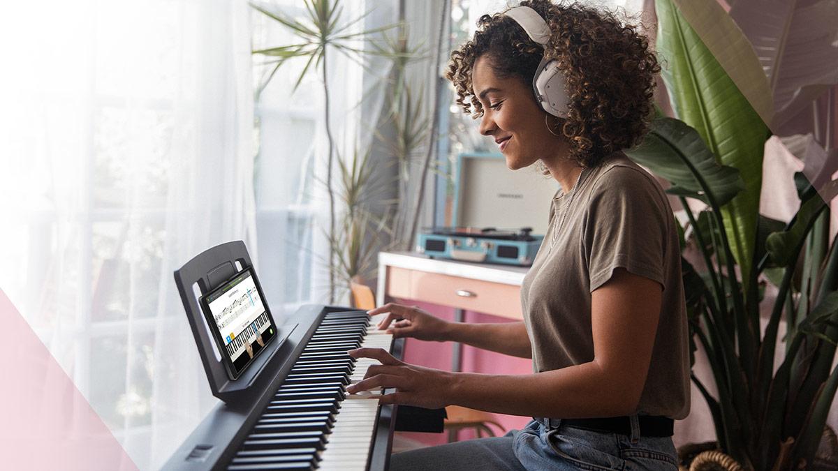 Lecciones de piano online para pianos Roland con Skoove